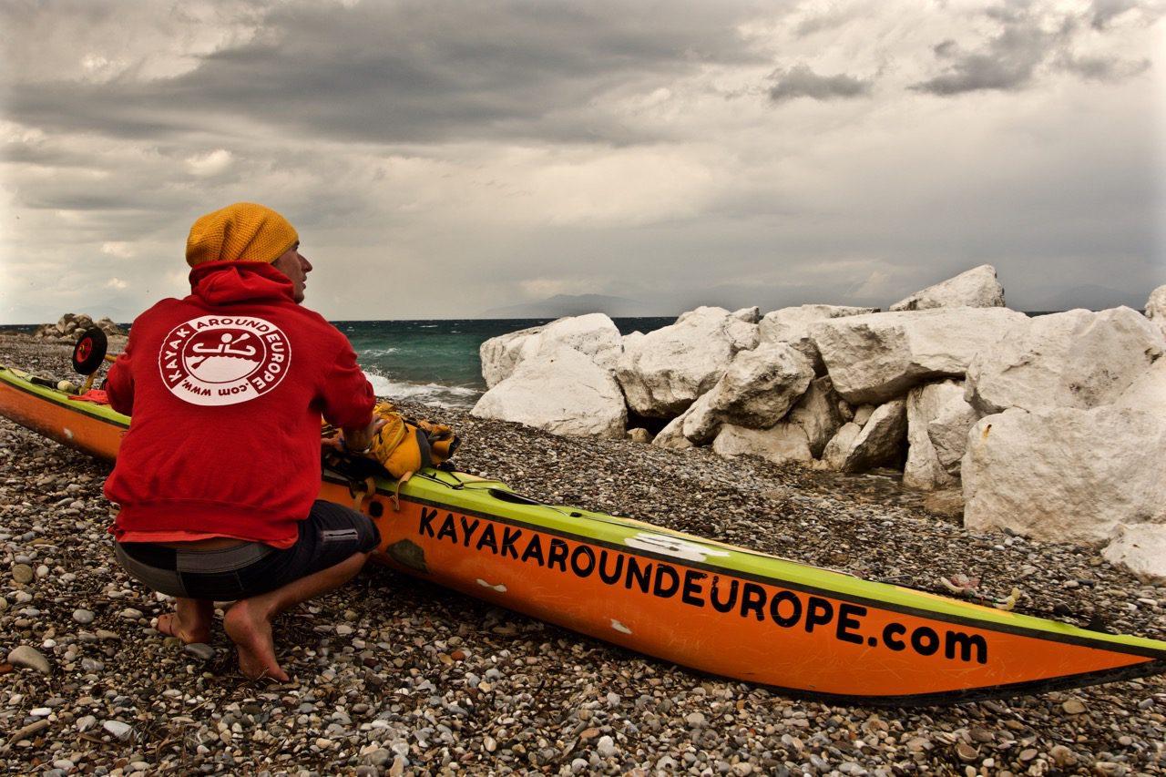 Řecko - Korintský záliv (Foto: Jiří Oliva, Kayak Around Europe ©)